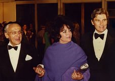 George Cukor, Elizabeth Taylor und John Warner lizenzfreie stockbilder