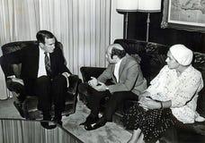 George H W Bush kopplar in med Natan Sharansky royaltyfri bild