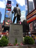 George M. Cohan, Times Square, New York City, NYC, NY, USA. Bronze statue of George M. Cohan in Times Square at Broadway and 46th Street. Beneath the statue is Stock Photos