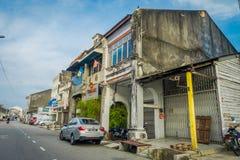 George Town Malaysia - mars 10, 2017: Streetscapesikt av byggnader och dagligt liv av den andra - största staden in Royaltyfri Foto