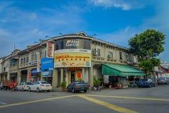 George Town Malaysia - mars 10, 2017: Streetscapesikt av byggnader och dagligt liv av den andra - största staden in Arkivbild