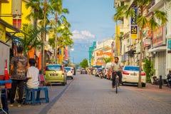George Town Malaysia - mars 10, 2017: Streetscapesikten av färgrikt shoppar och dagligt liv av den andra - största staden in Arkivfoto