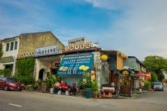 George Town Malaysia - mars 10, 2017: Streetscapesikten av shoppar och dagligt liv av den andra - största staden i Malaysia Arkivbild