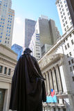 George Washington observing the New York Stock Exchange building Royalty Free Stock Photos