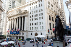 George Washington statue and New York Stock Exchange. New York, NY: August 27, 2016: NYSE on Wall Street. The New York Stock Exchange NYSE is the largest stock Stock Photo