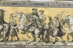 Georgentor y la procesión del mosaico de los príncipes en la fachada del edificio en Dresden, Alemania Fotografía de archivo