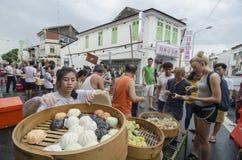 """GEORGETOWN, †de PENANG/MALAYSIA """"7 de julho de 2016: Os vendedores ambulantes vendem o chinês fotografia de stock royalty free"""