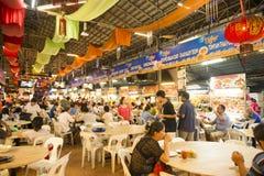 GEORGETOWN PENANG, MALAYSIA-AUGUST 9, 2015 mycket folk i f arkivfoton
