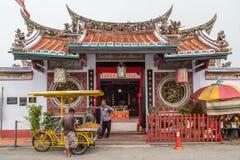 Georgetown Penang/Malaysia - circa Oktober 2015: Cheng Hoon Teng kinesisk buddistisk tempel i Georgetown, Penang, Malaysia arkivfoton