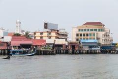 Georgetown Penang/Malaysia - circa Oktober 2015: Klanbryggor i Georgetown, Penang, Malaysia arkivfoto