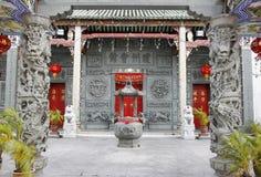 GEORGETOWN Penang MALAYSIA - mars 23, 2016: Ingången till den Hainan templet av George Town, arkivbilder