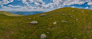 Georgië hoog in het panorama van het bergenlandschap Stock Fotografie