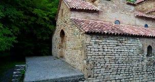 Georgië, Kakheti De traditionele Kerk van Gurjaani Kvelatsminda Weergeven door Luchthommel stock video