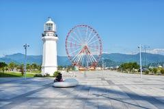 Georgia Batumi Ferris Wheel och fyrBlack Sea kust Fotografering för Bildbyråer