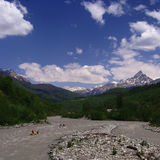 Georgia berg och flod Royaltyfri Fotografi