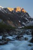 Georgia berg och flod i sommartid Arkivfoto