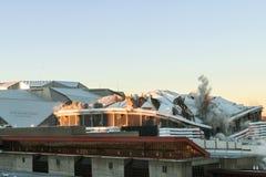Georgia Dome рушится во время процесса имплозии в Атланте Стоковое Изображение RF