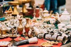 georgia tbilisi Shoppa loppmarknaden av gammal Retro tappning för antikviteter Royaltyfri Fotografi