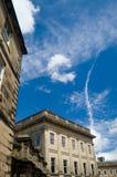 Georgische Gebäude und großer Himmel Lizenzfreie Stockbilder