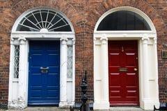 Georgische Haus-Tür - Blau u. Rot Lizenzfreies Stockbild