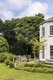 Georgische Huis en Tuin door Onder- Alderley-Parochiekerk in Cheshire Stock Afbeeldingen