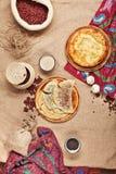 Georgisches oder Usbeklebensmittel eingestellt mit khachapuri Stockfoto