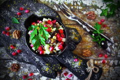 Georgisk sallad med aubergine och granatäpplet Royaltyfri Bild