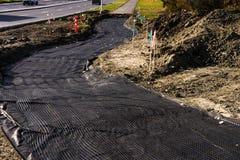 Geotêxtil e geonet como a base da estrada imagens de stock