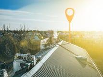Geotag-Punkt auf Stadtstraßen Vogelperspektive b stockbild