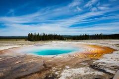 Geotermico dell'occhio del cielo nel parco di yellowstone Fotografie Stock