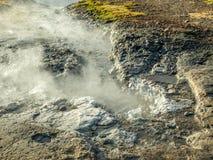 Geotermico dello stagno della sorgente di acqua calda in Islanda Fotografia Stock