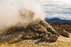 Geotermiczna aktywność przy Namafjall terenem na wschód od jeziornego Myvatn Obrazy Stock