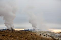 Geotermiczna aktywność w powulkanicznym terenie w Iceland Obraz Stock