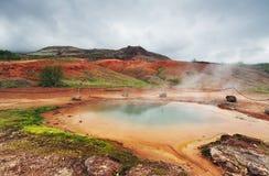 Geotermiczna gorąca woda przy geysir okręgiem w Iceland Obraz Royalty Free