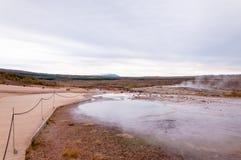 Geotermiczna gorąca woda przy geysir okręgiem w Iceland Obraz Stock
