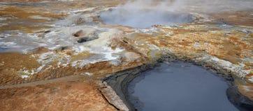 Geotermisk aktivitet på Hverir Arkivbild