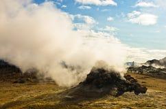 Geotermisk aktivitet på Namafjall områdesöst av sjön Myvatn Arkivbilder