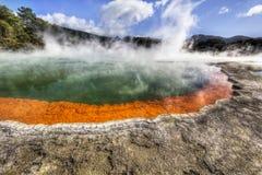 Geotermisk champagnepöl i New Zealand Royaltyfri Fotografi