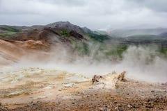 geotermisk hverir för område Arkivbild