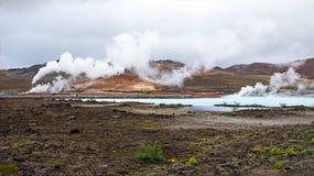 Geotermisk växt för vårvarmvattenenergi nära Myvatn