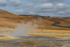 Geotermisk växt för vårvarmvattenenergi nära Myvatn Arkivfoton