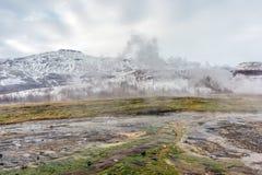 Geotermiska lufthål Geysir Island Royaltyfri Fotografi