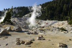 Geotermiska lufthål och aktivitet Arkivbilder