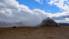 Geothermisch gebied in Hverir stock videobeelden