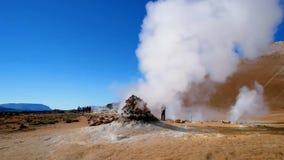 Geothermische actieve streken genoemd Hverir op IJsland stock footage