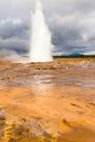 Geothermische kracht van aardgeiser Geysir IJsland Royalty-vrije Stock Foto