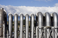 Geothermische Triebwerkanlage-Rohre stockbild