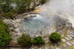 Geothermisches Heißwasser in Furnas auf der Insel von Sao Miguel stockbild