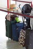 Gepäck überprüft innen Lizenzfreie Stockfotos