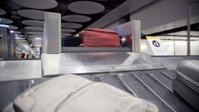Gepäck auf Gepäckkarussell stock footage